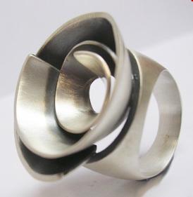 Aines, anillo en plata
